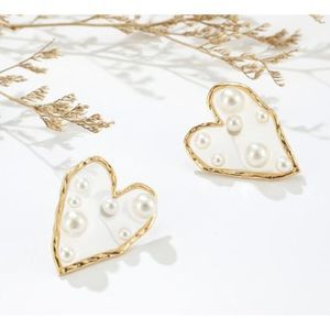 Jewelry - NEW acrylic gold heart and pearl accent earnings